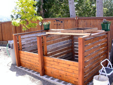 how to build a wood compost bin